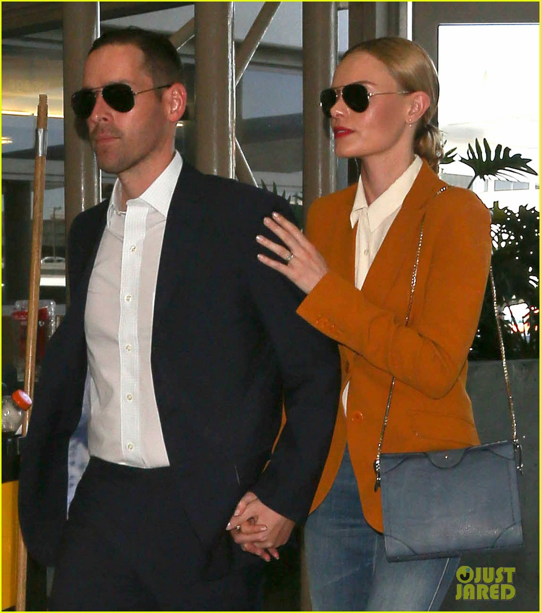 kate bosworth has a surreal moment at the airport 023113428