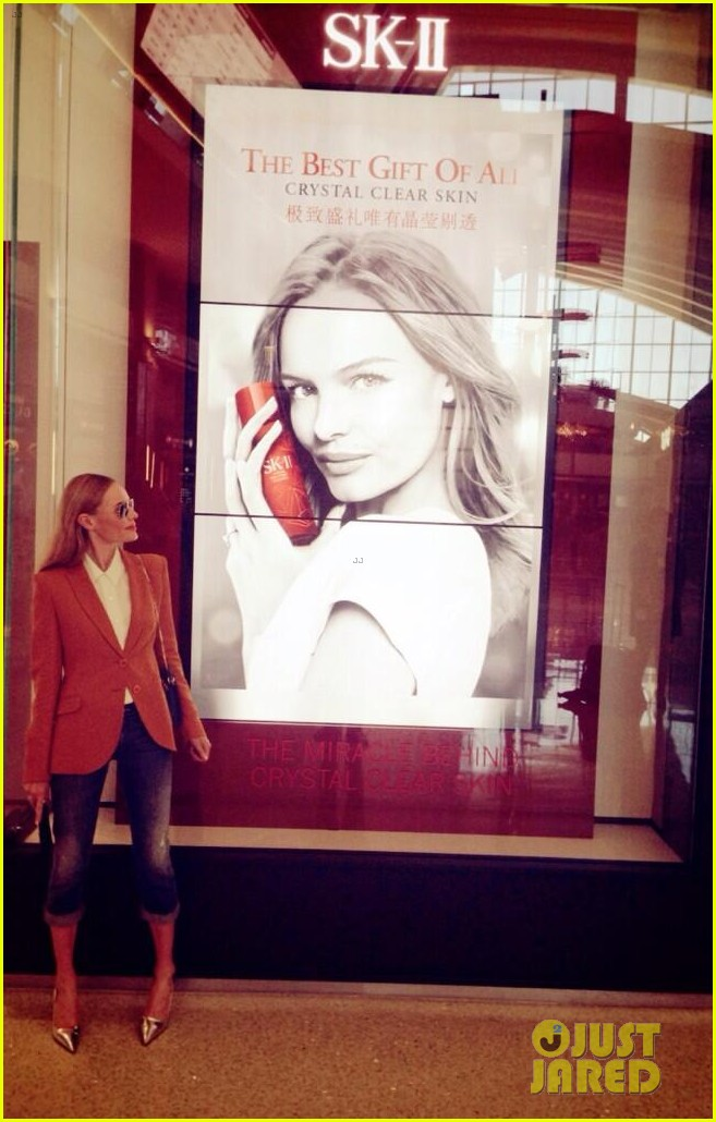 kate bosworth has a surreal moment at the airport 033113429