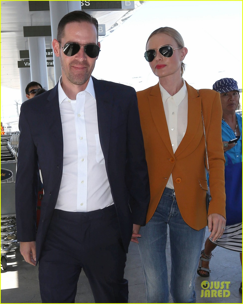kate bosworth has a surreal moment at the airport 043113430