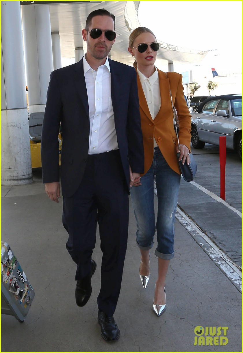 kate bosworth has a surreal moment at the airport 073113433