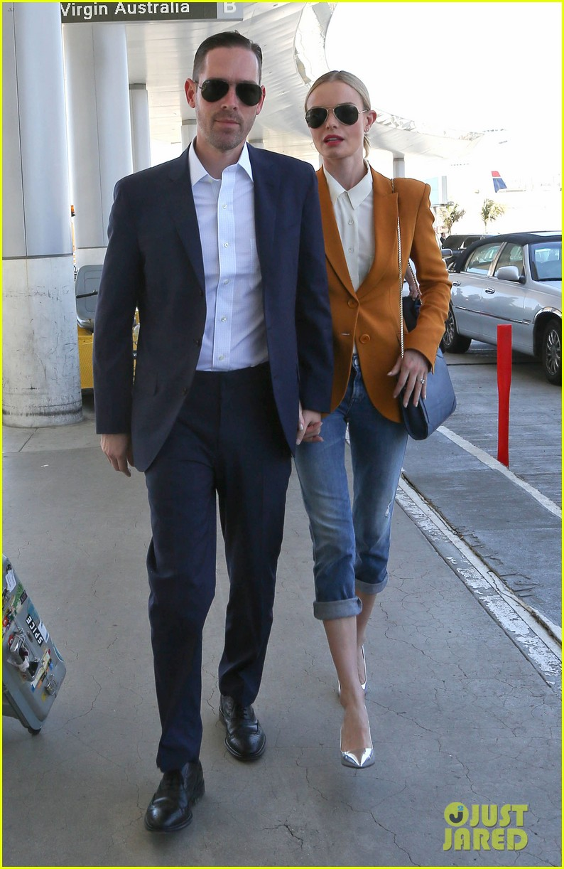 kate bosworth has a surreal moment at the airport 083113434