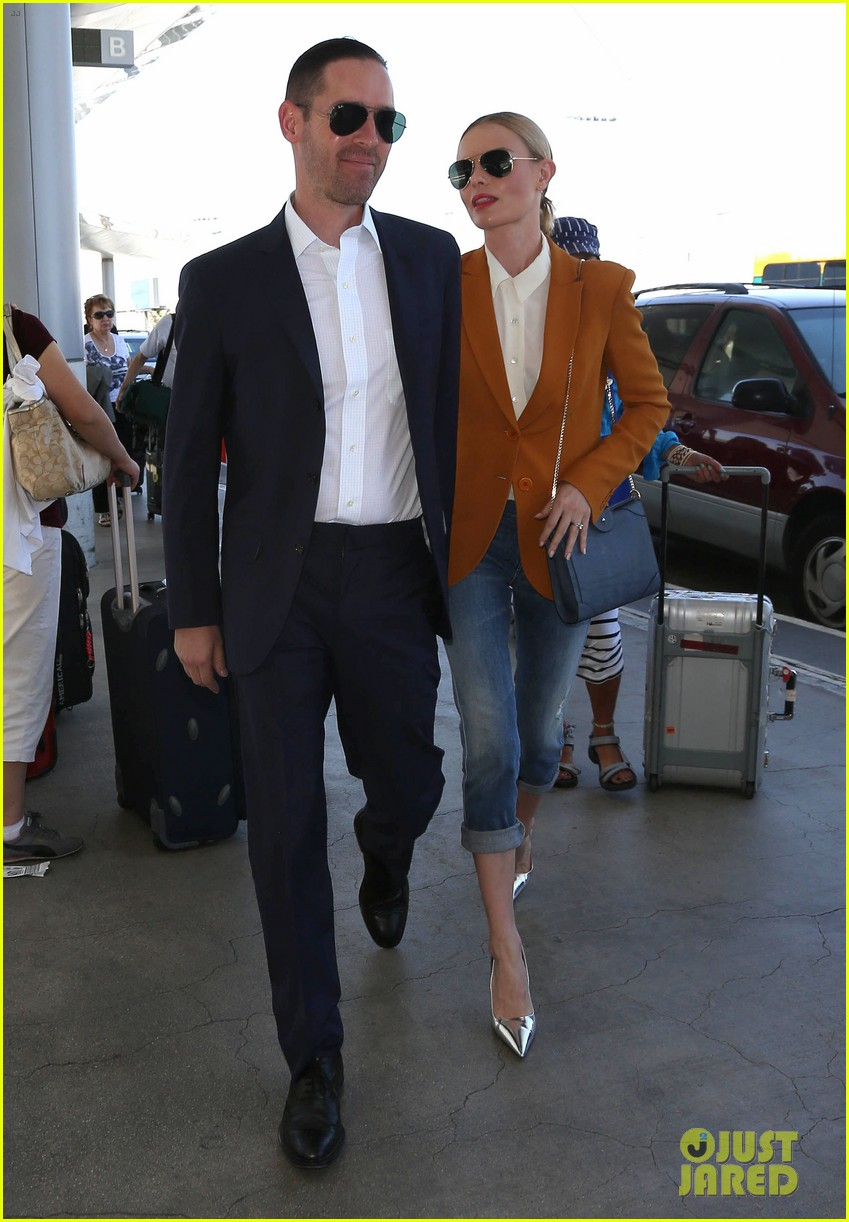 kate bosworth has a surreal moment at the airport 12