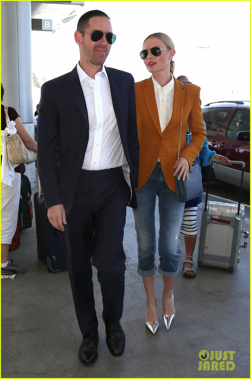 kate bosworth has a surreal moment at the airport 13