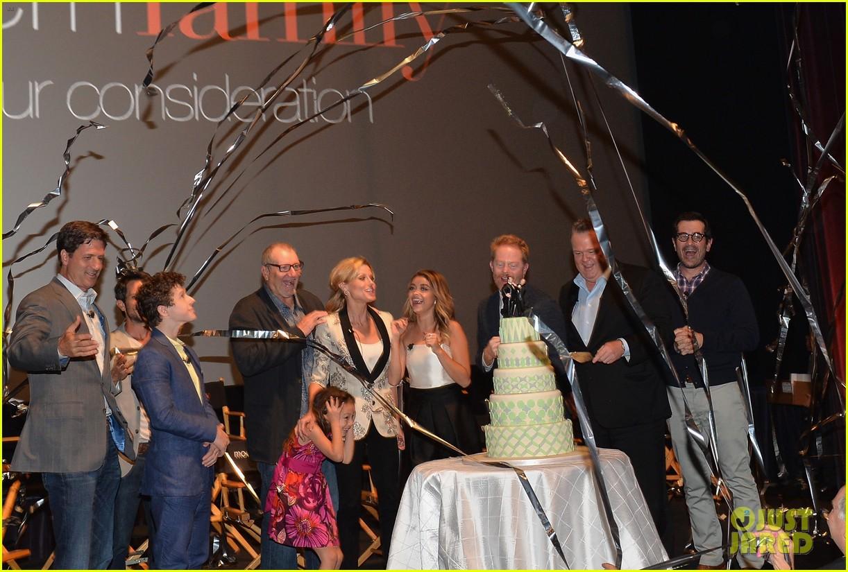 ulie bowen ty burrell present a modern family wedding 043118739