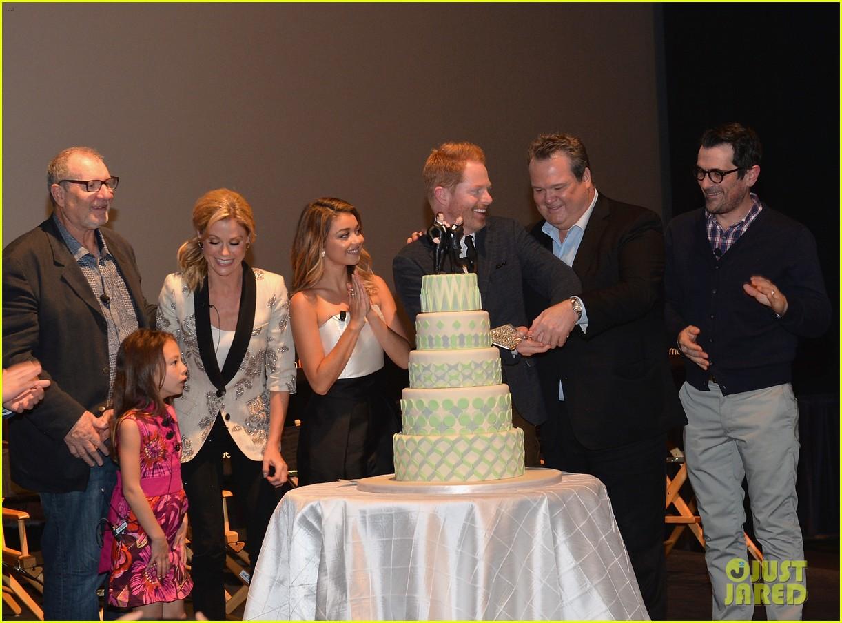 ulie bowen ty burrell present a modern family wedding 103118745