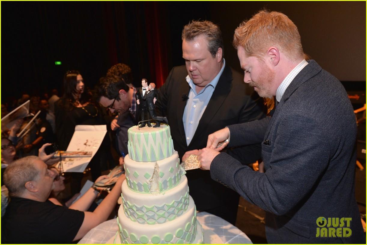 ulie bowen ty burrell present a modern family wedding 133118748