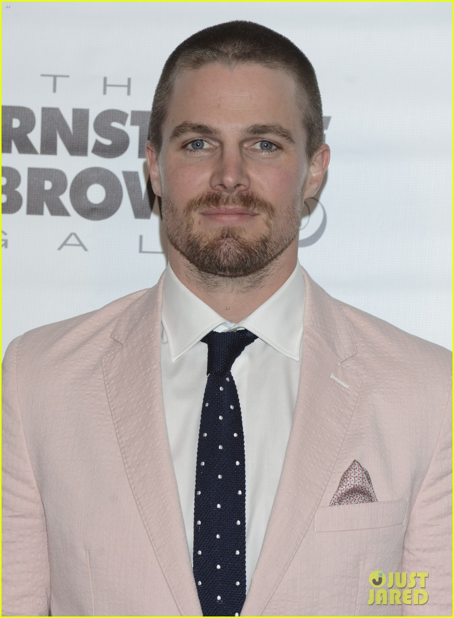 tom brady stephen amell add hunk factor to kentucky derby 03