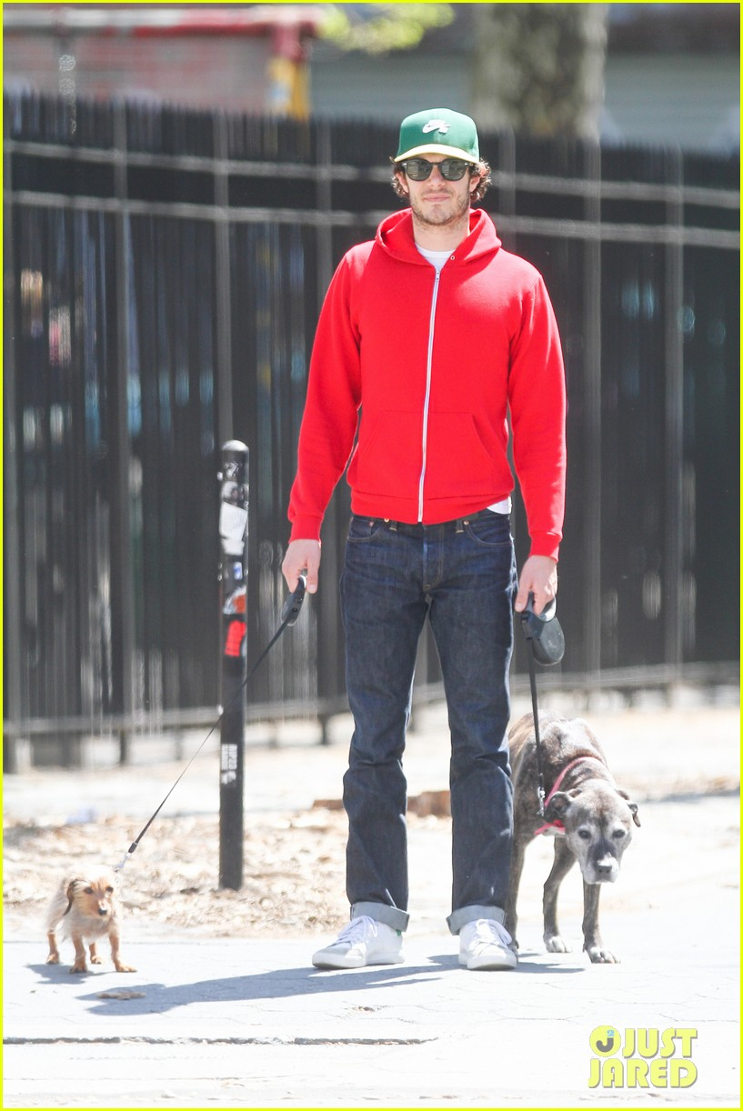 adam brody spends his saturday morning outside in the sun 033105275