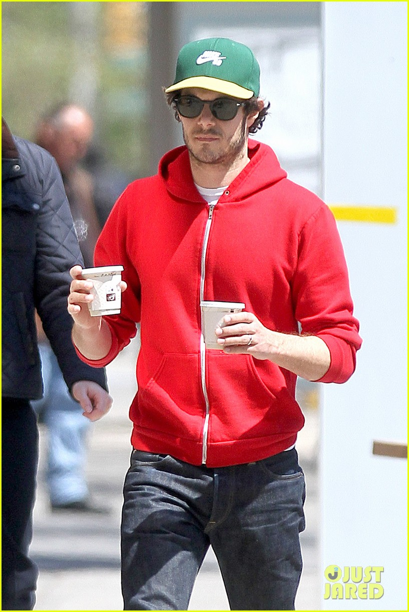 adam brody spends his saturday morning outside in the sun 053105277