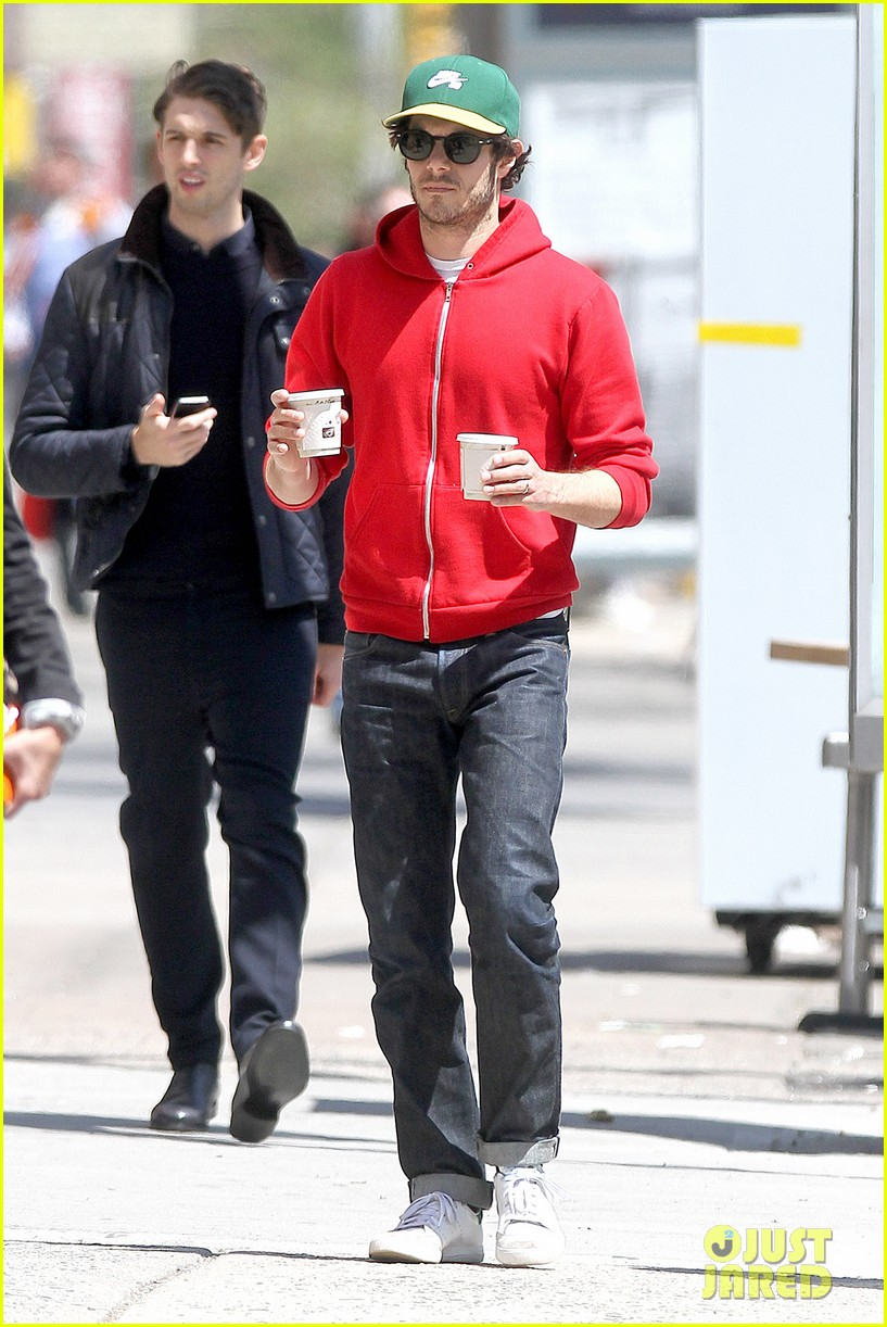 adam brody spends his saturday morning outside in the sun 063105278