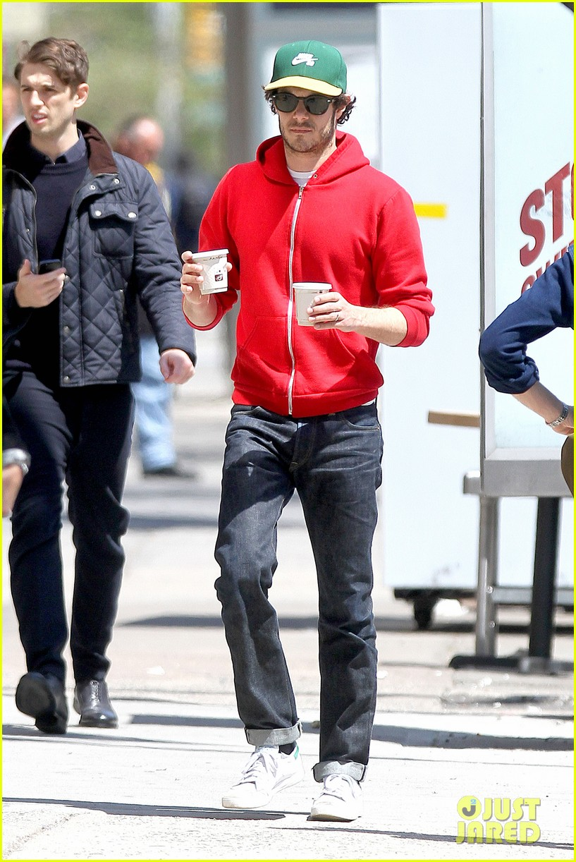 adam brody spends his saturday morning outside in the sun 093105281