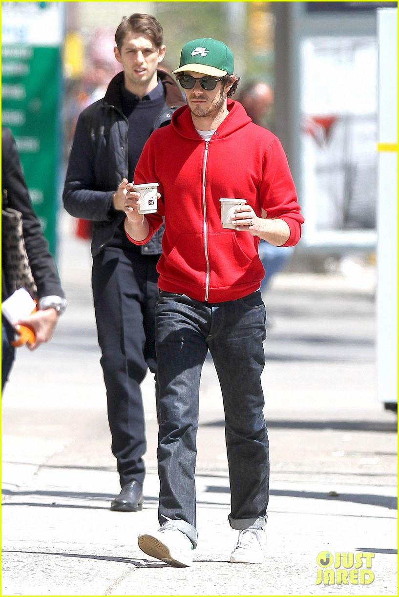 adam brody spends his saturday morning outside in the sun 103105282