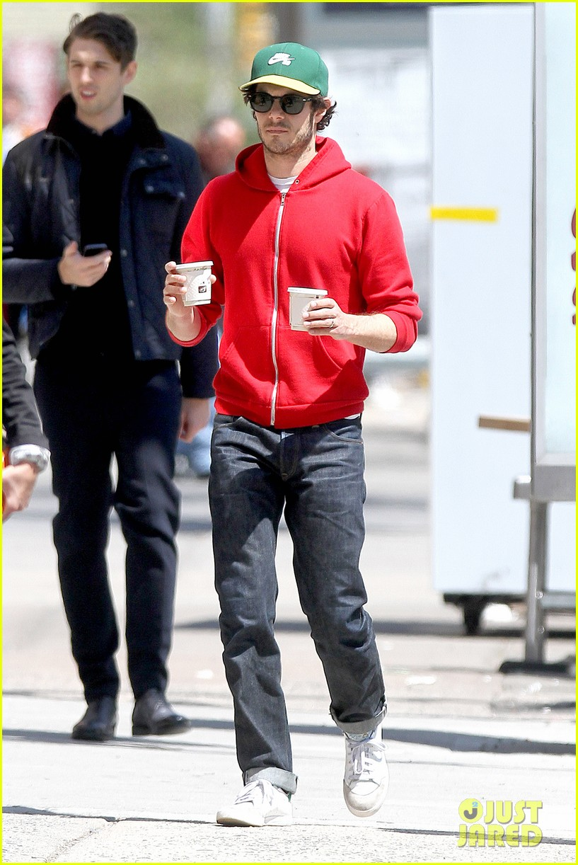 adam brody spends his saturday morning outside in the sun 113105283
