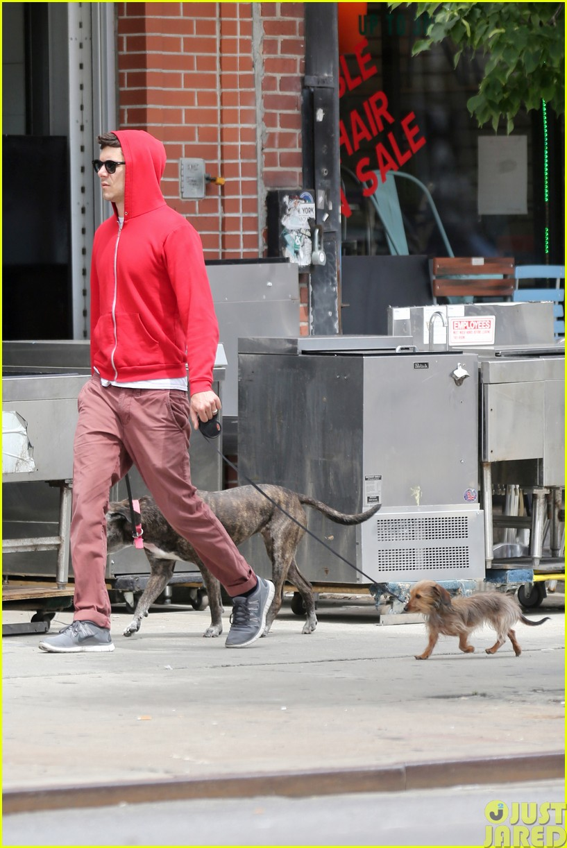 adam brody walks the dogs in his favorite sweatshirt063121663