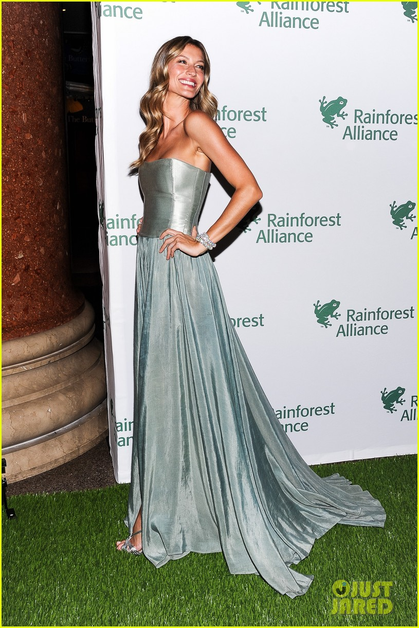 gisele bundchen playfully poses with her dress 133108013