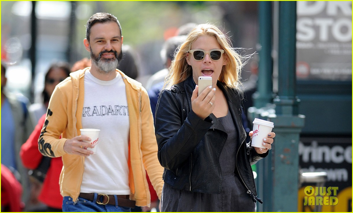 bffs michelle williams busy philipps reunity at cabaret 023105332