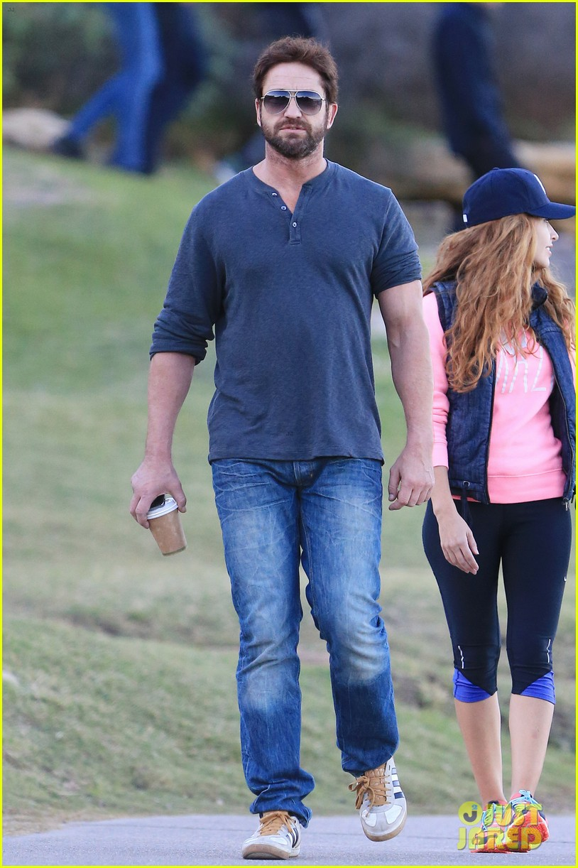 gerard butler steps out in bondi with mystery woman 033105504