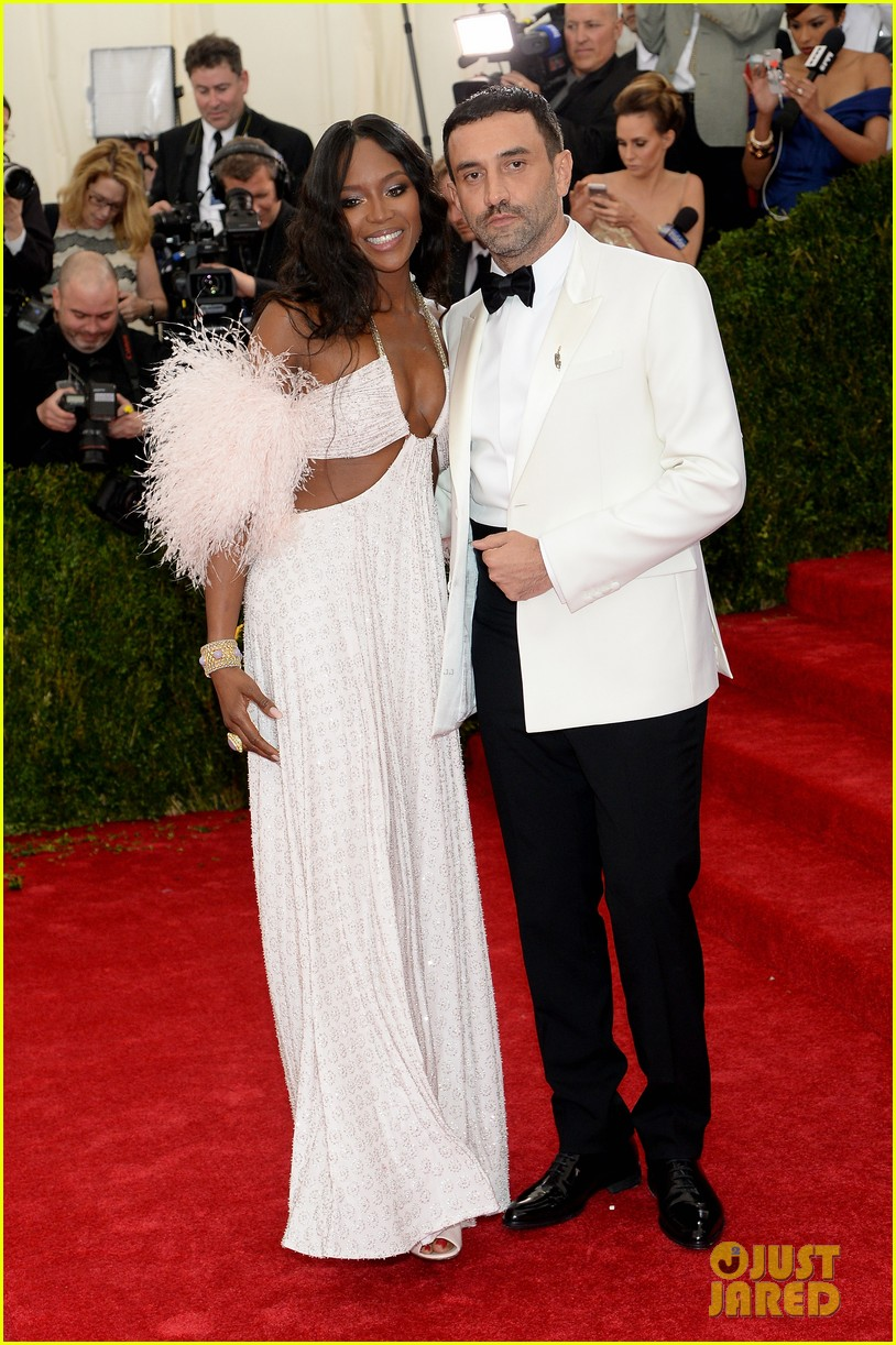 naomi campbell rocks sexy cutouts at met ball 2014 013106334