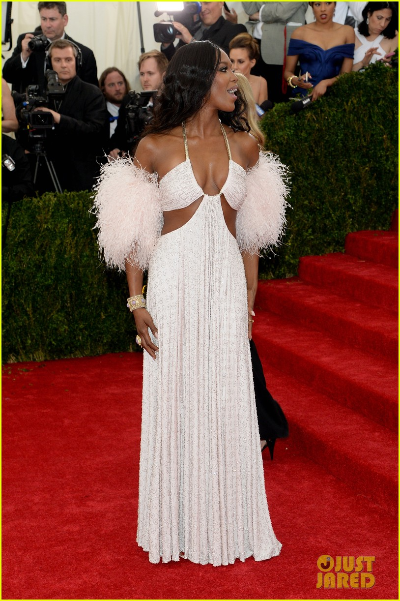 naomi campbell rocks sexy cutouts at met ball 2014 033106336