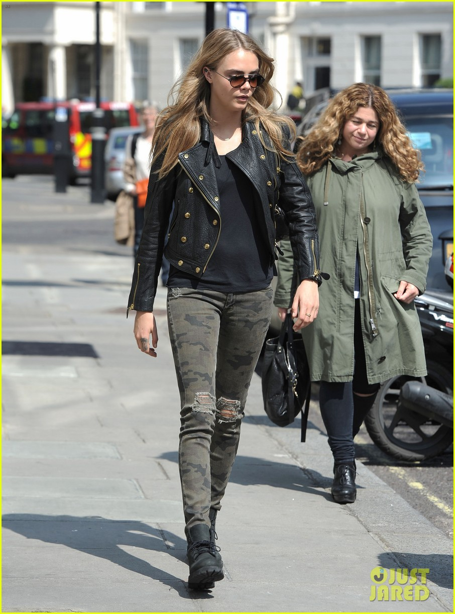cara delevingne suki waterhouse have another night on the town 073102768