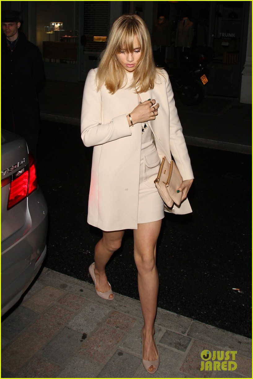 cara delevingne suki waterhouse have another night on the town 15