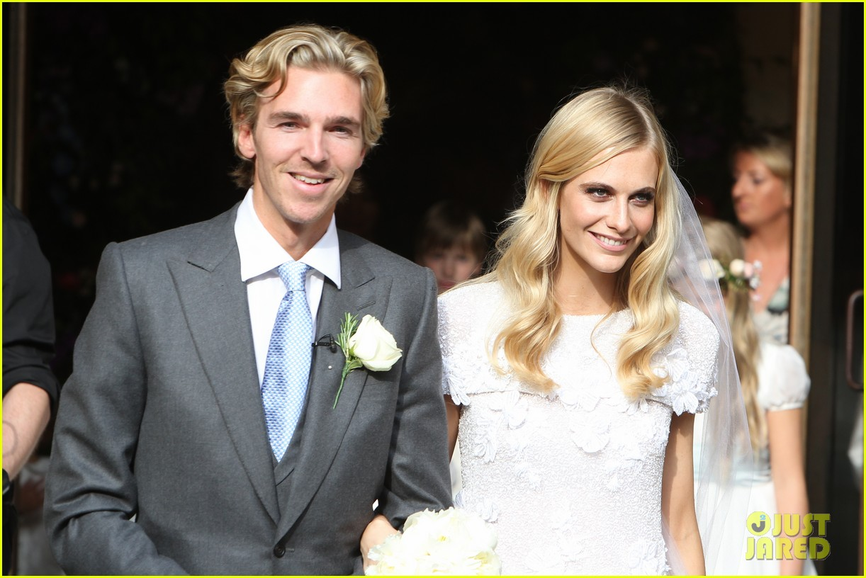 cara delevingne sister poppys wedding 093115974