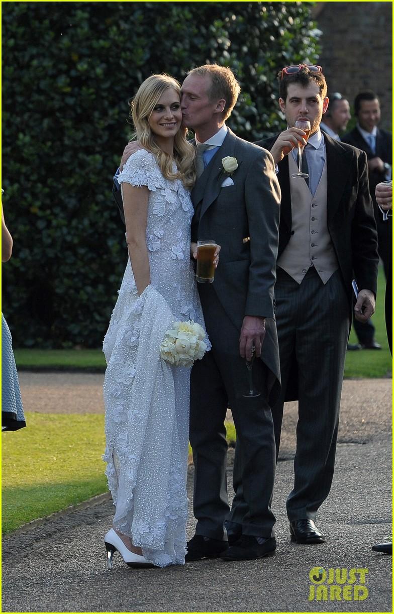 cara delevingne sister poppys wedding 123115977