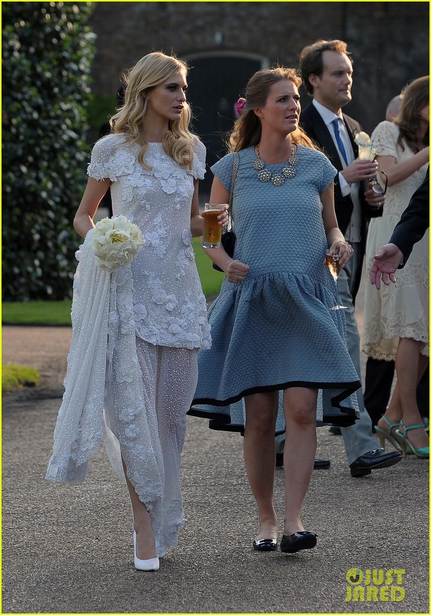 cara delevingne sister poppys wedding 133115978