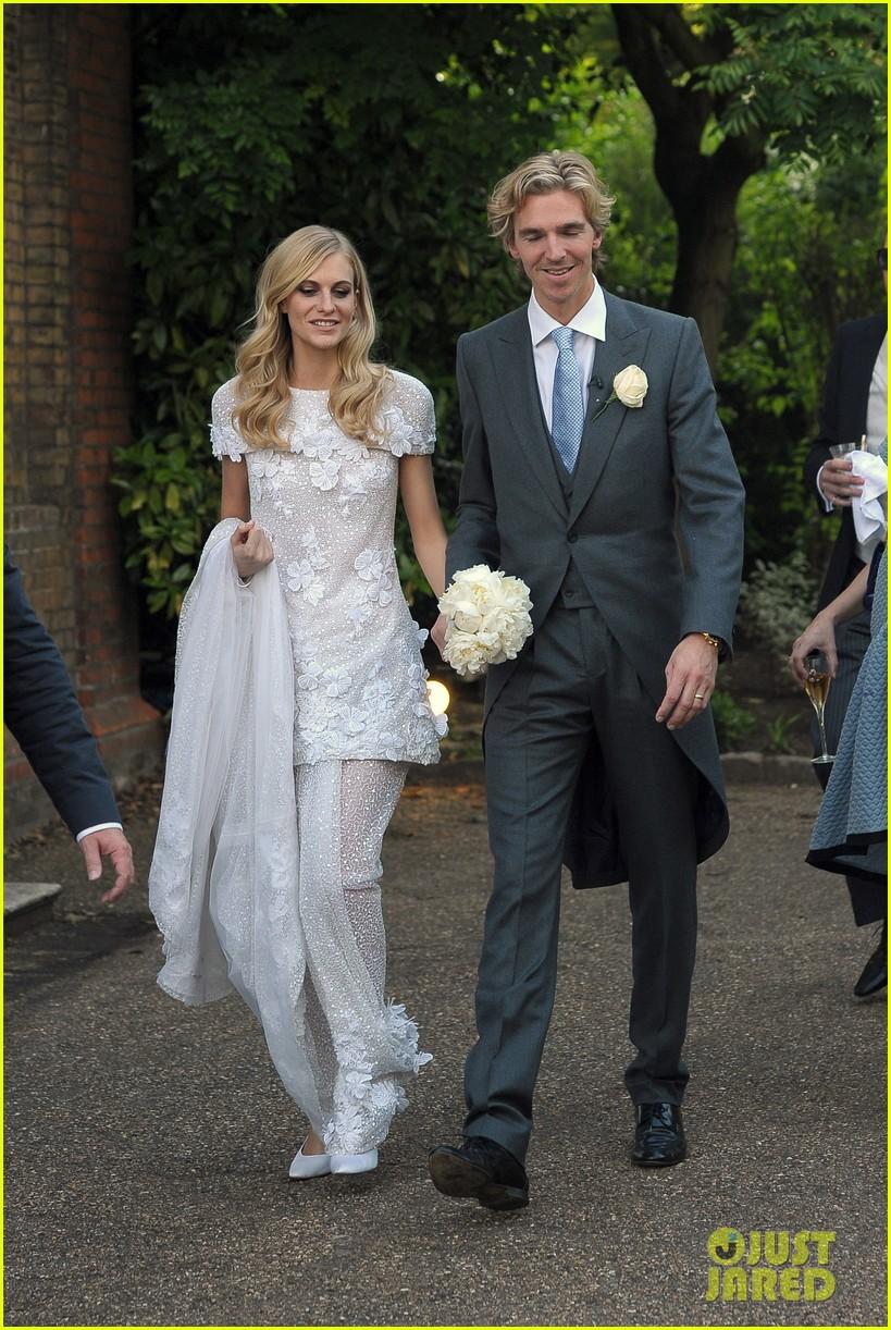 cara delevingne sister poppys wedding 143115979