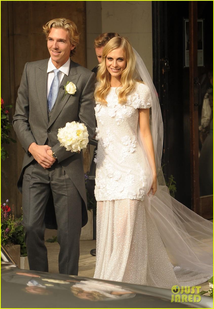 cara delevingne sister poppys wedding 163115981
