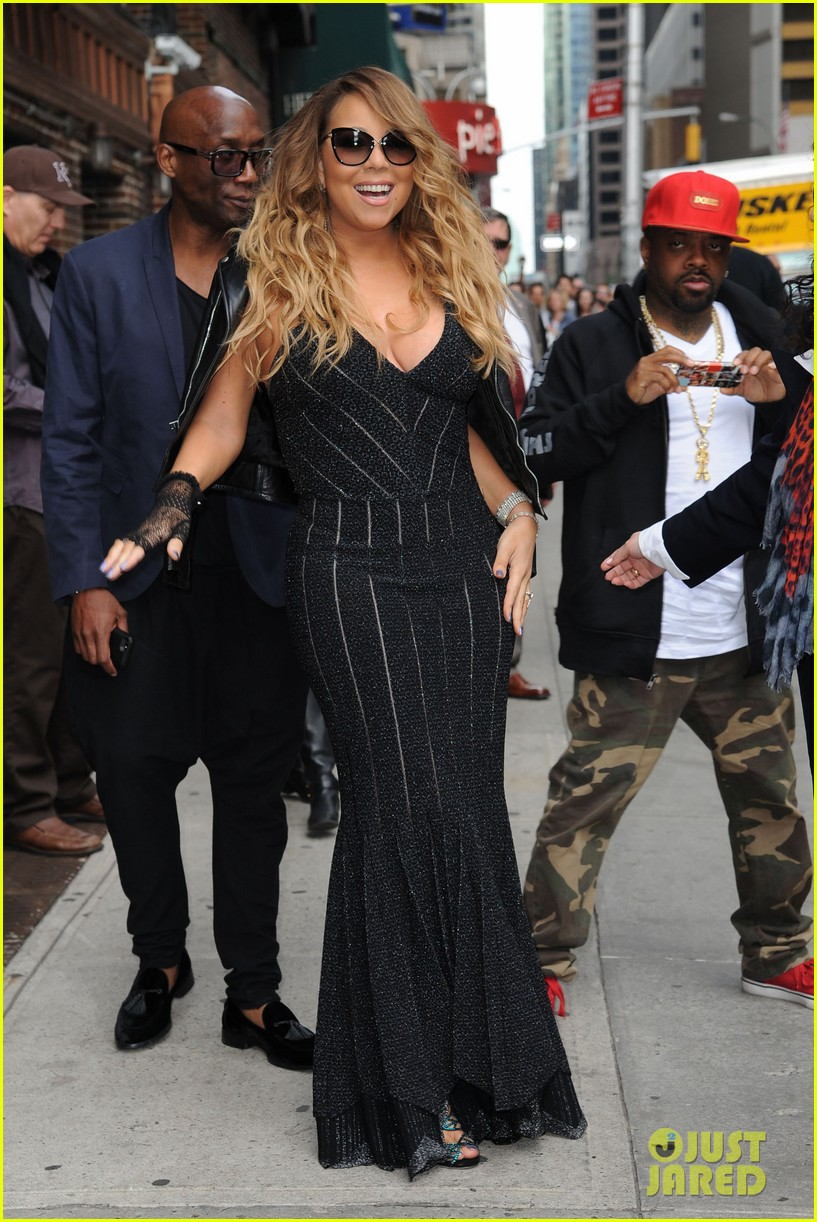 mariah carey rocks form fitting dress for letterman visit 033107850