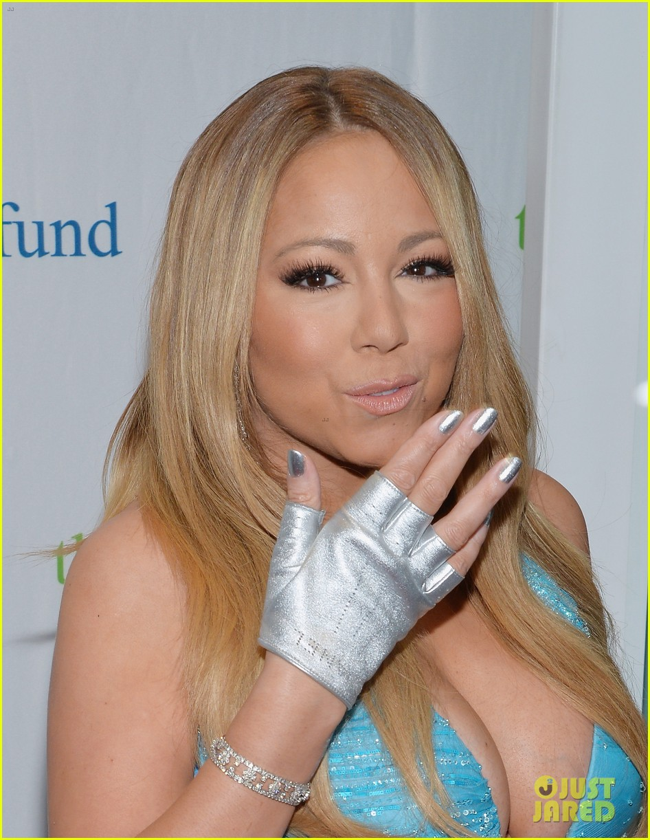 mariah carey flaunts major cleavage fresh air fund gala 123124332