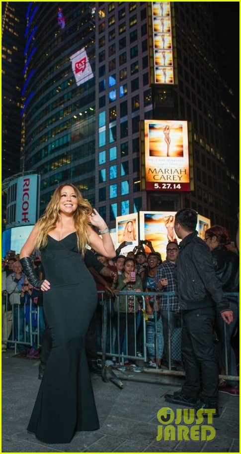 mariah carey shuts down times square with album promo 03