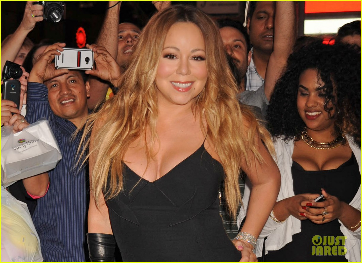 mariah carey shuts down times square with album promo 043103746