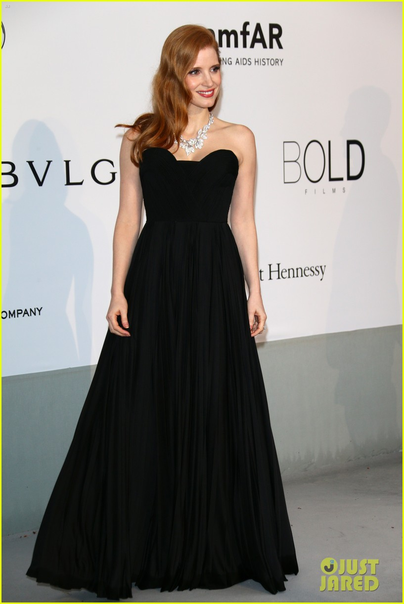 jessica chastain is classic in black for cannes amfar gala 2014 013119933