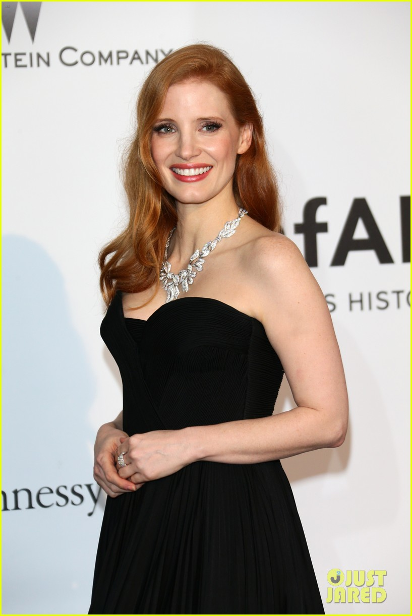 jessica chastain is classic in black for cannes amfar gala 2014 033119935