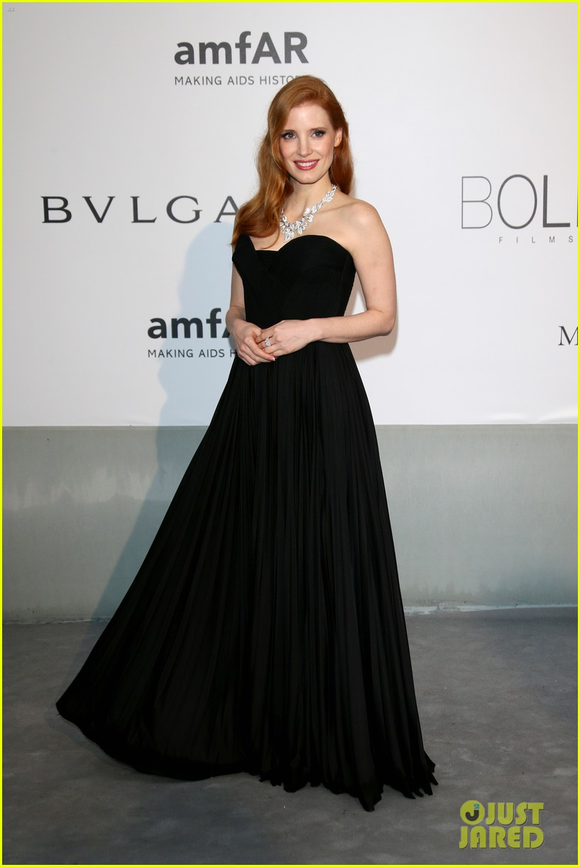 jessica chastain is classic in black for cannes amfar gala 2014 04