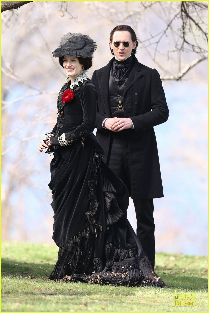 jessica chastain tom hiddleston dark crimson peak 01