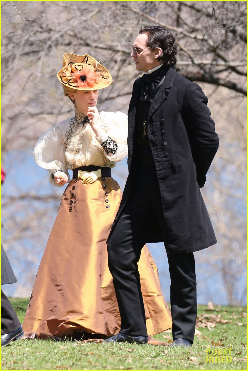 jessica chastain tom hiddleston dark crimson peak 033107664