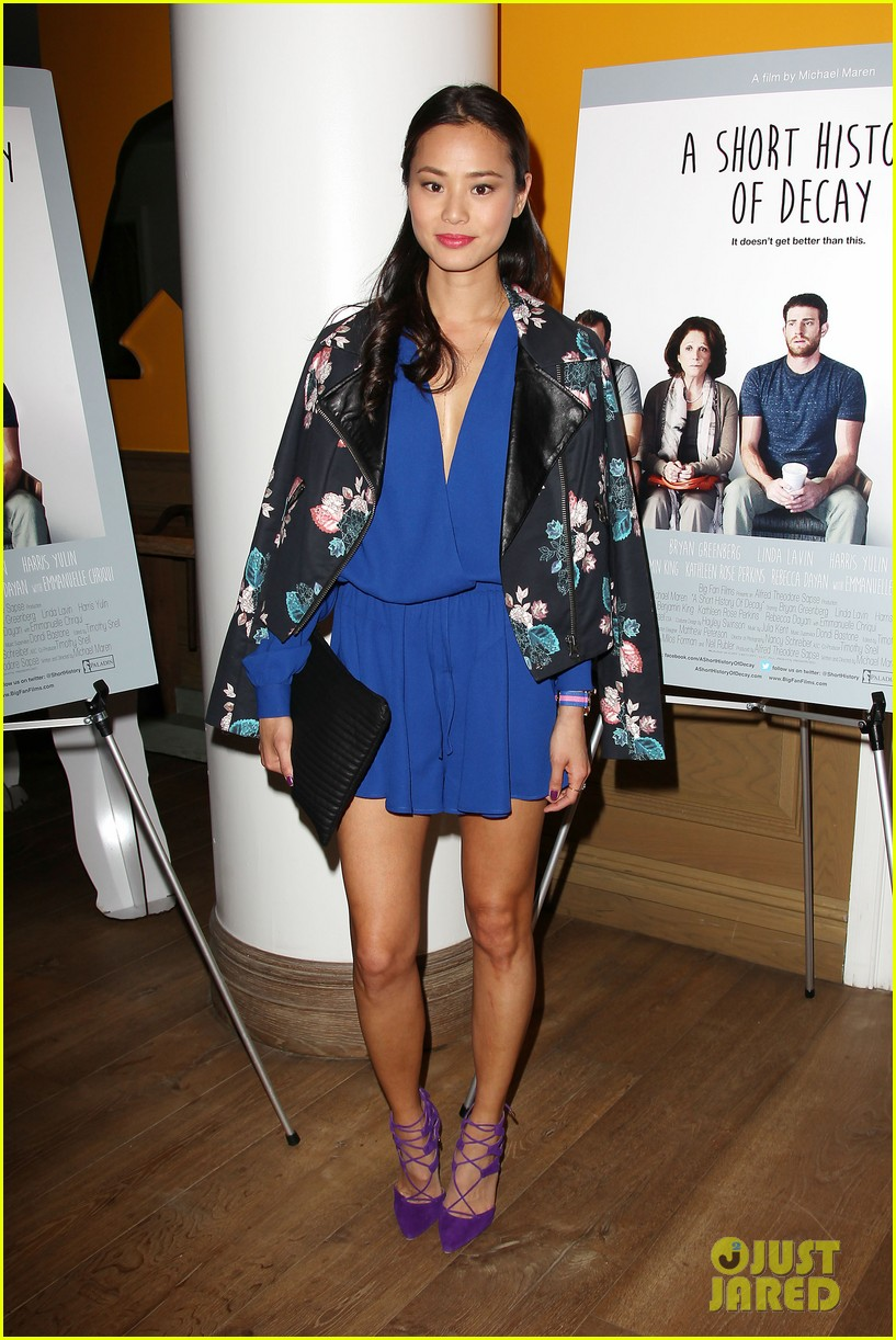 jamie chung supports bryan greenberg at short history of decay 113106783