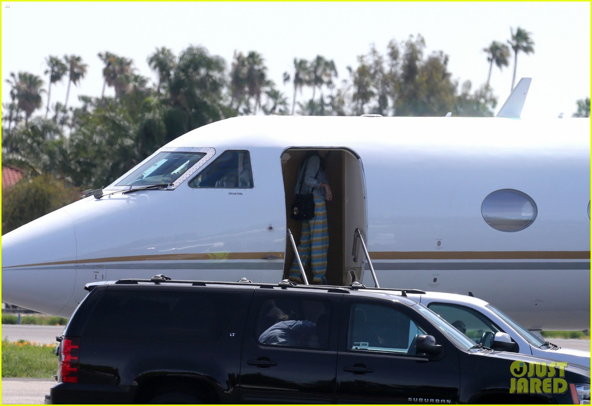 george clooney fiancee amal alamuddin catch a private flight 06