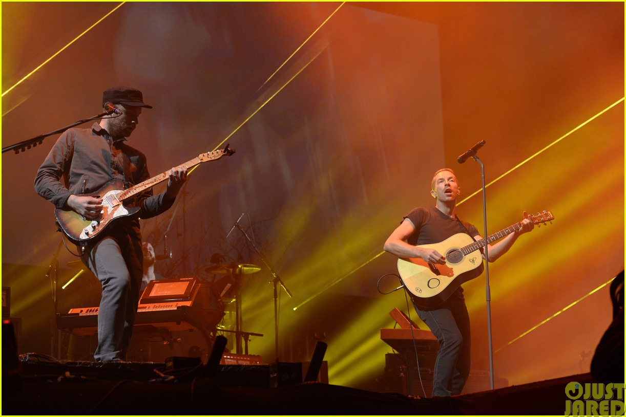 coldplay and pharrell bring happy to radio 1 big radio weekend concert173121593