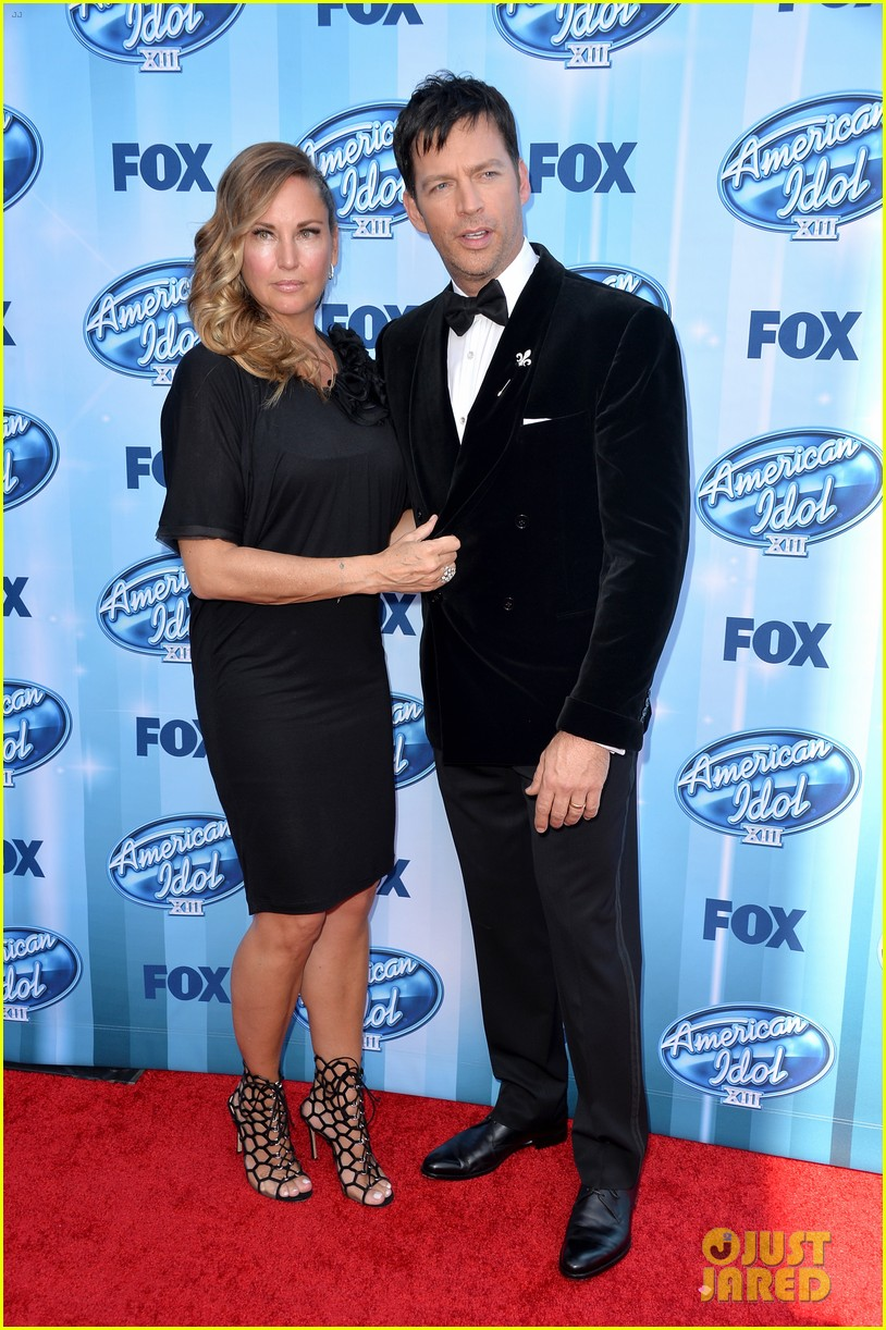 harry connick jr brings wife jill goodacre to american idol finale 073119324