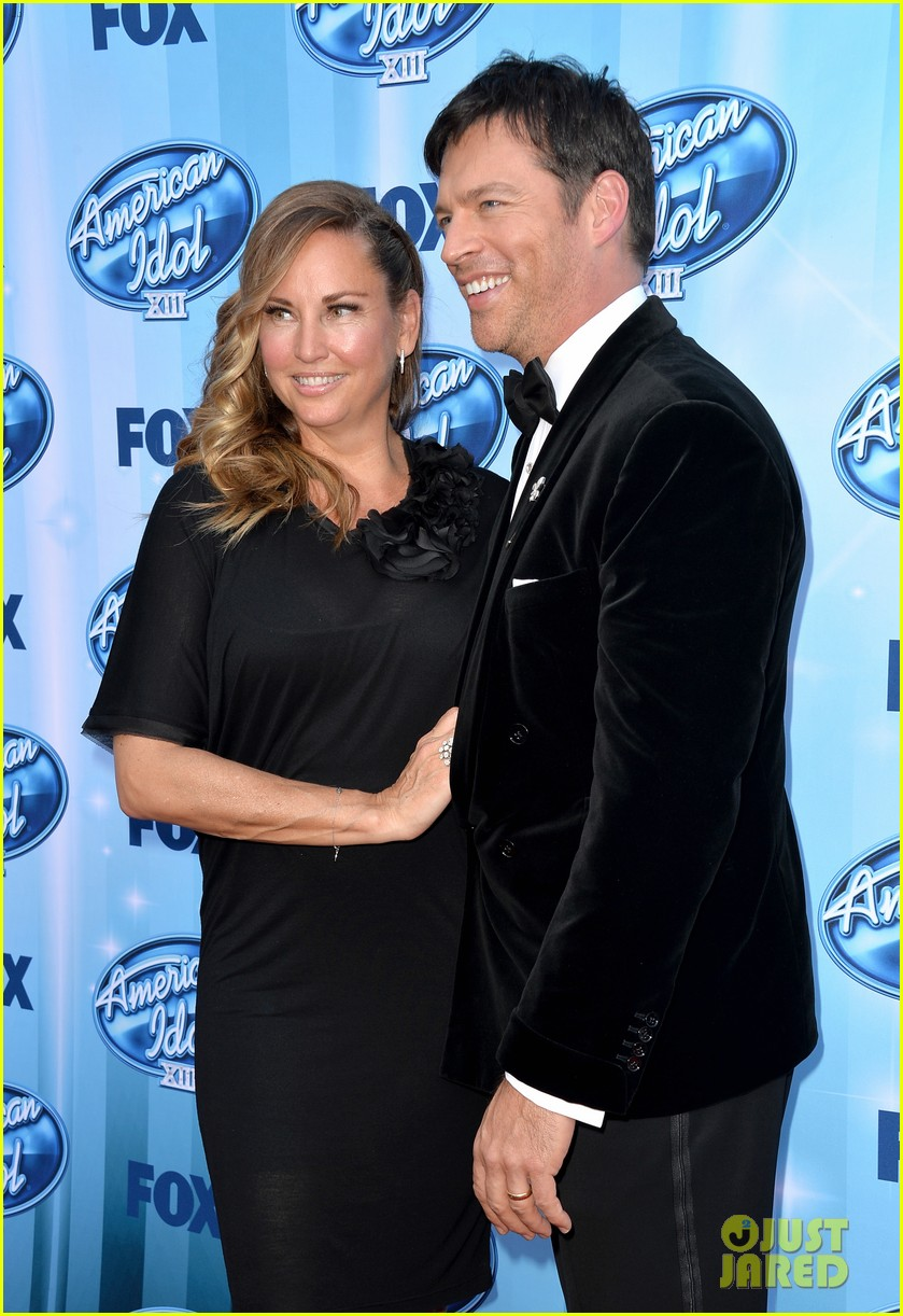 harry connick jr brings wife jill goodacre to american idol finale 083119325