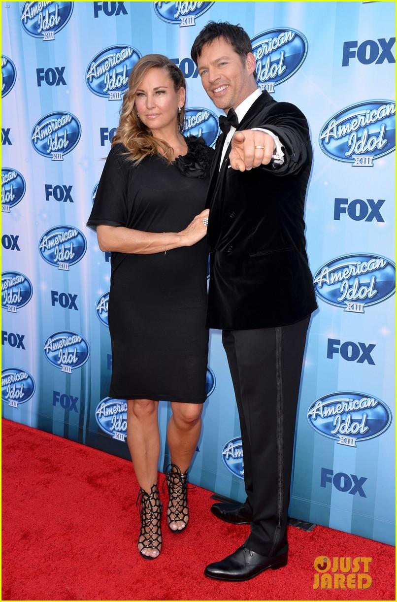 harry connick jr brings wife jill goodacre to american idol finale 093119326
