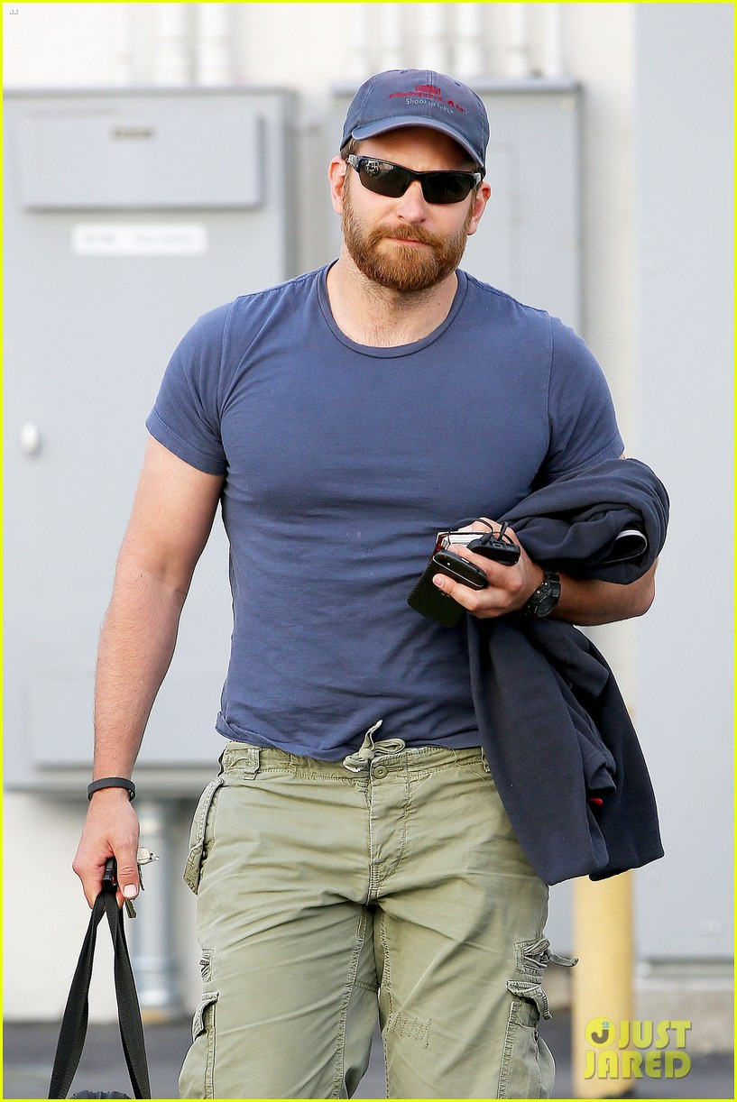 bradley cooper shows off his super beefed up body 063103382