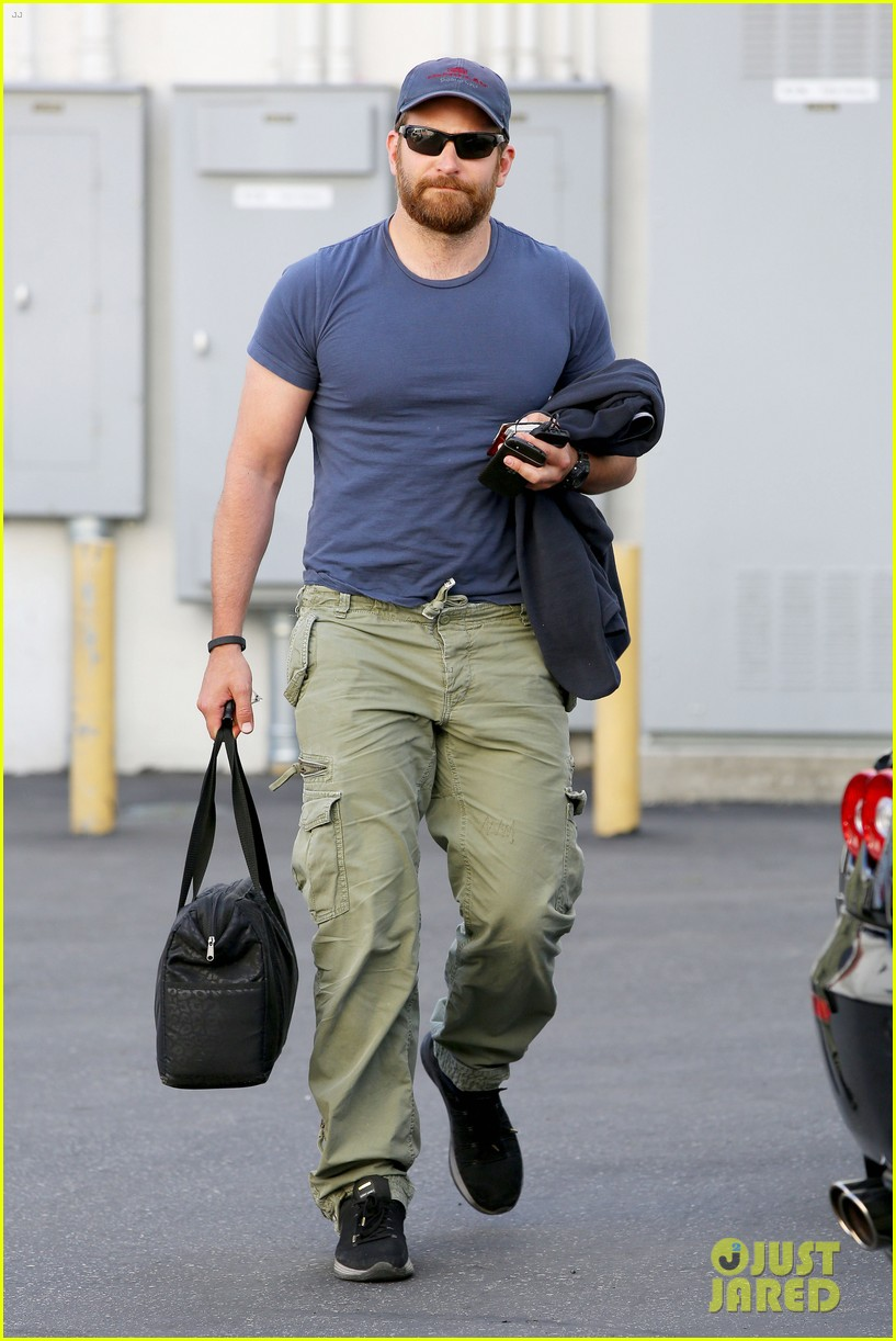 bradley cooper shows off his super beefed up body 103103386