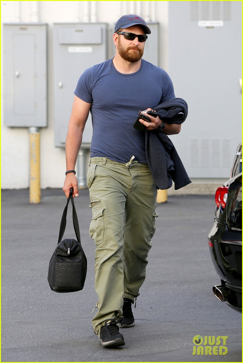 bradley cooper shows off his super beefed up body 13