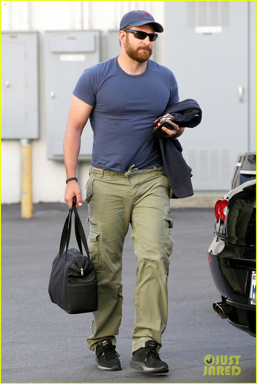 bradley cooper shows off his super beefed up body 173103393
