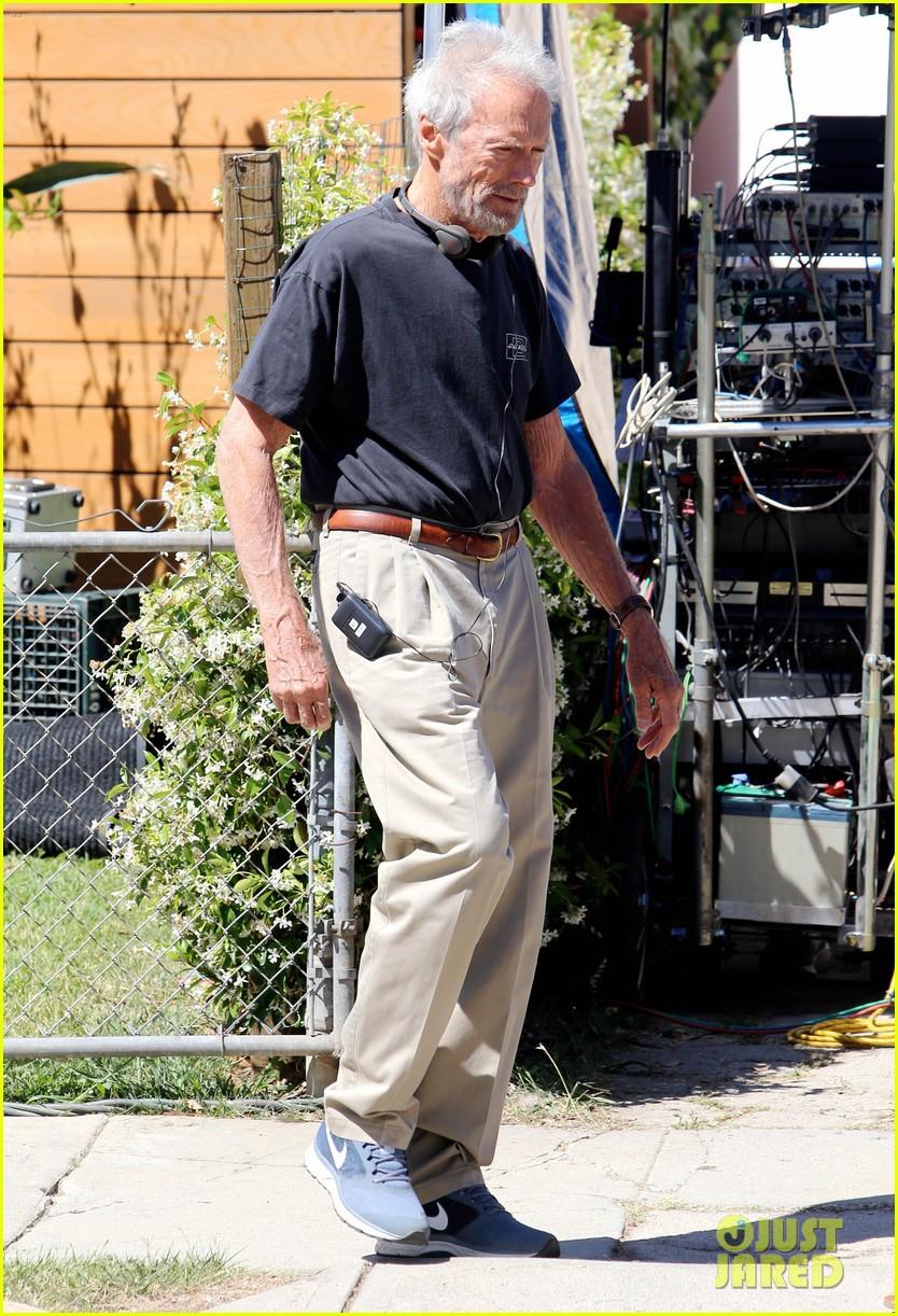 bradley cooper sienna miller get prepped to film american sniper 163114248